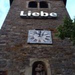 "Kirchturm St. Josef mit Installation ""Liebe"""