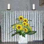 Altar St. Josef mit Sonnenblumen