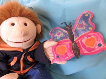 Handpuppe Lukas mit Schmetterling