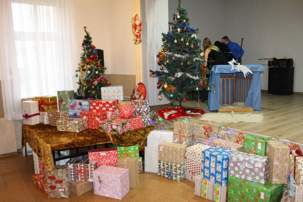 Weihnachtspakete im polnischen Kinderheim Jaksice