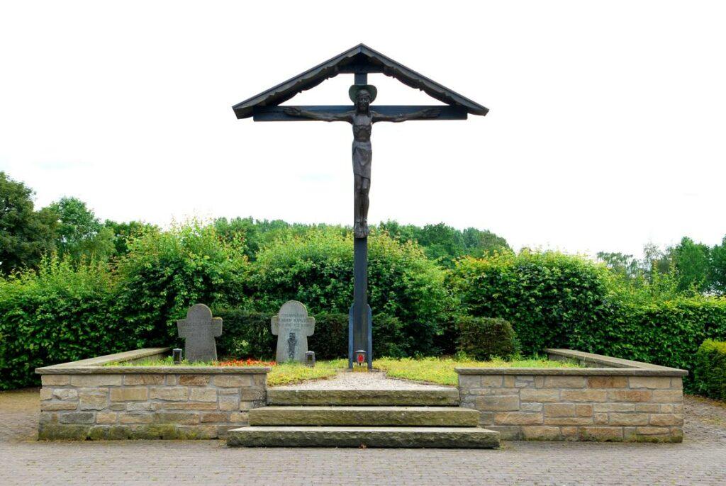 großes Kreuz auf dem Friedhof Sprakel