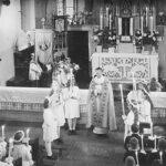 schwarz-weiß Aufnahme Erstkommunion in alter St. Josefs Kirche