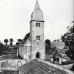 schwarz-weiß Außen-Aufnahme Trauung von alter St. Josefs Kirche