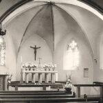 schwarz-weiß Innen-Aufnahme der alten St. Josefs Kirche