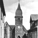 schwarz-weiß Außen-Aufnahme der alten St. Josefs-Kirche