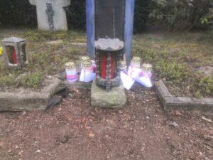 Grablicht auf Friedhof