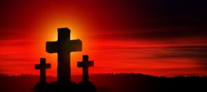 3 Kreuze vor rot glühendem Himmel