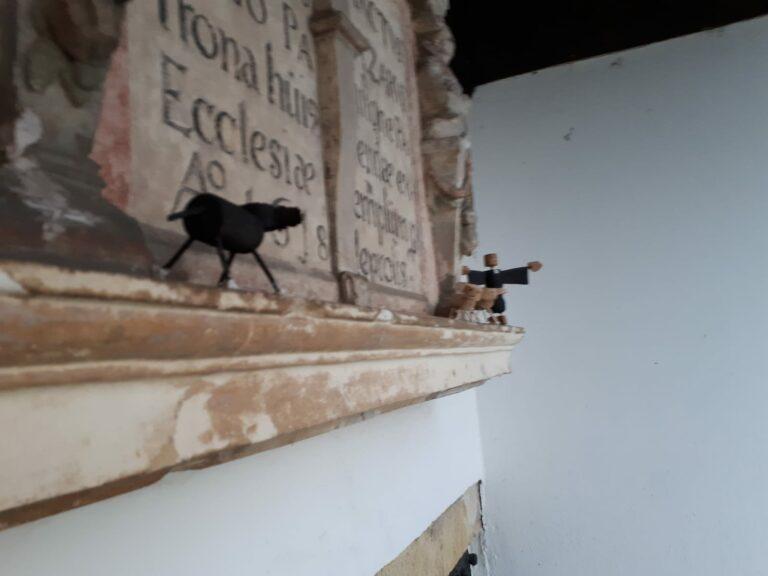 """Korkmännchen symbolisieren """"Das schwarze Schaf"""""""