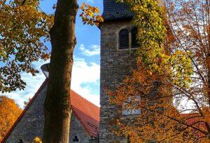St. Josef Kirche im Herbst